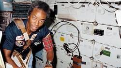 La NASA célèbre les 30 ans du vol de Guy Bluford, premier Afro-Américain dans l'espace  L-astr10