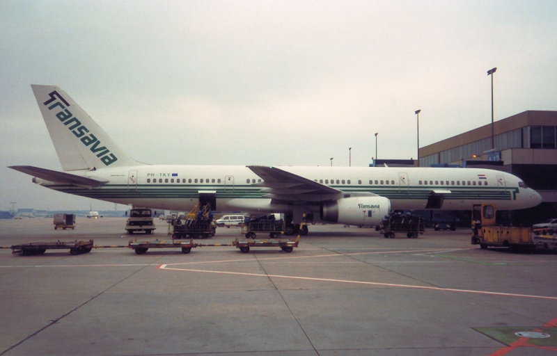 757 in FRA - Page 2 Ph-tky10