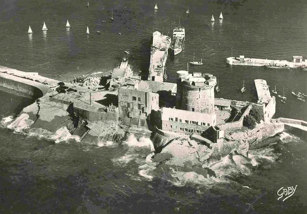 Reservoir à carburant du fort de Socoa. 212