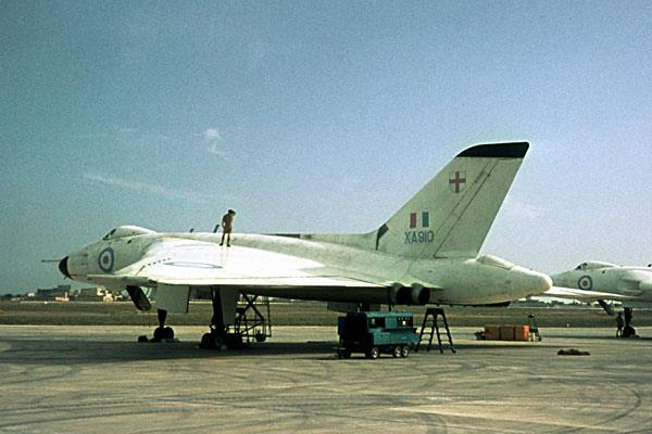 RAF based or visiting Malta post war Raf_lu10
