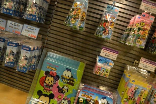 Belgian Geishas lost in Crazy Japan: Universal Studios Japan & Tokyo Disneyland + Disney Store [terminé] 57519610