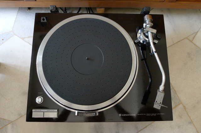 Kenwood KD-750 turntable (sold) P1070416