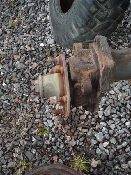 Remplacement goujons de roue... Dsc01535