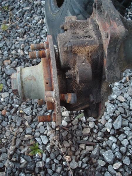 Remplacement goujons de roue... Dsc01536
