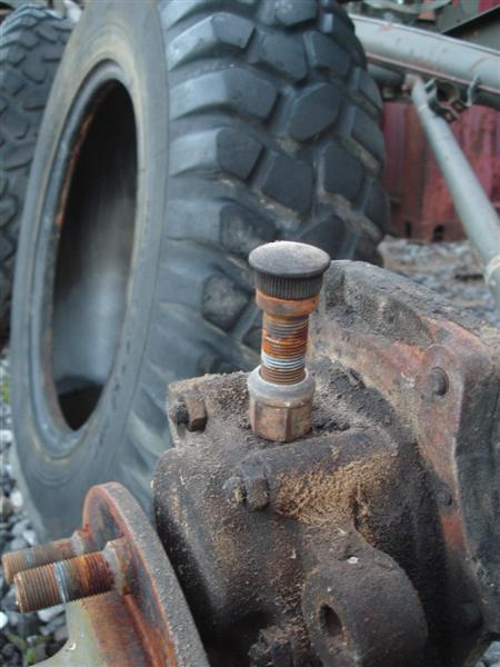Remplacement goujons de roue... Dsc01537