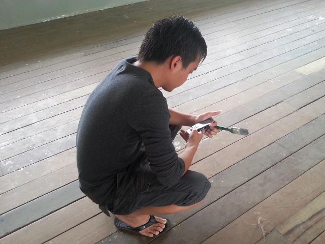 Gotong-royong mengecat kelas -9mac2013 Dsc_0719