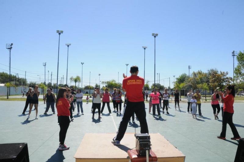 Malvinas Argentinas: fitness en el polideportivo Grand Bourg. 00126