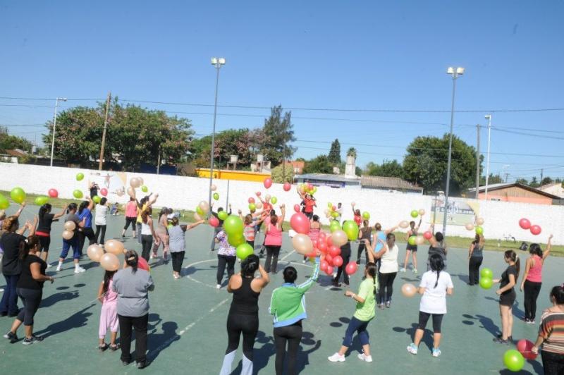 Malvinas Argentinas: fitness en el polideportivo Grand Bourg. 00211