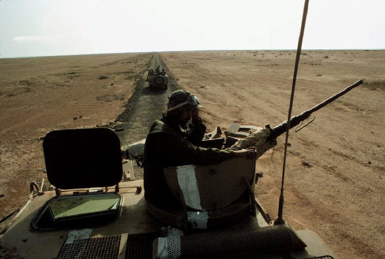 Le conflit armé du sahara marocain - Page 2 Sahara55