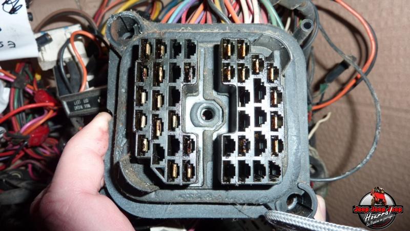 Maïté est branchée (connecteur cloison parefeu CJ7 Diesel) P1060921