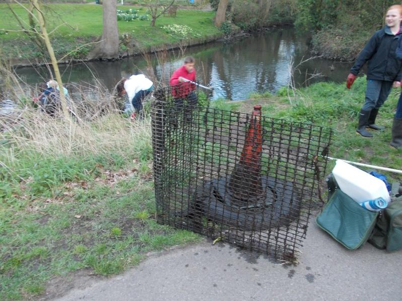 River Crane clean-up Friday 19th April Dscn0627