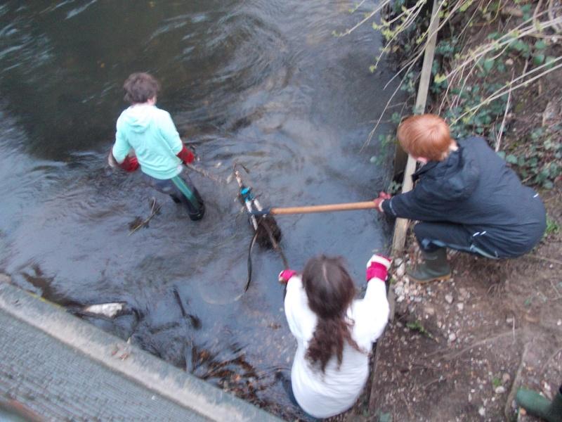 River Crane clean-up Friday 19th April Dscn0628