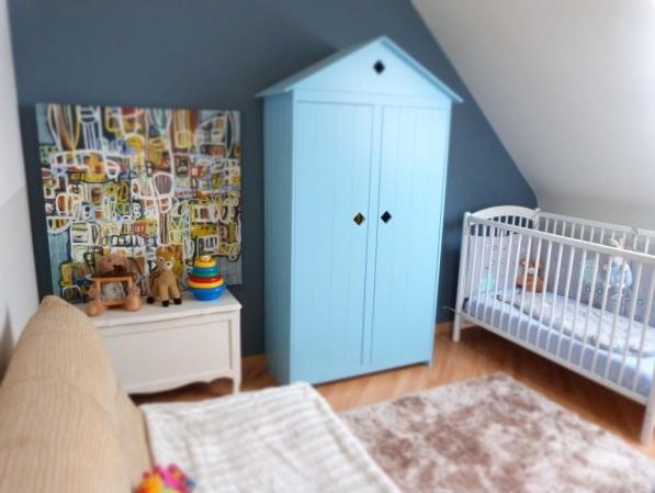 Petite chambre bébé garçon sous combles Sans_t14