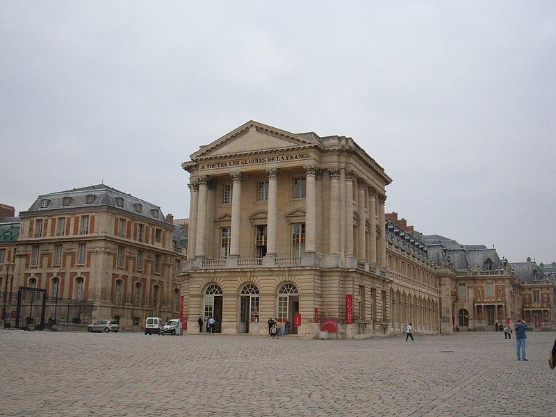 Qui habitait le Château de Versailles? - Page 4 800px-10