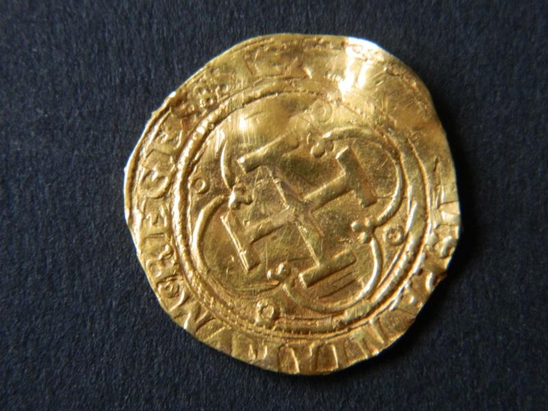 Un escudo Jeanne & Charles Ier d'Espagne de l'atelier de Séville S212