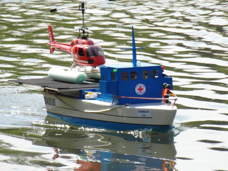 Bateau 92cm, vedette de plaisance et porte-hélicoptère Sam_4410