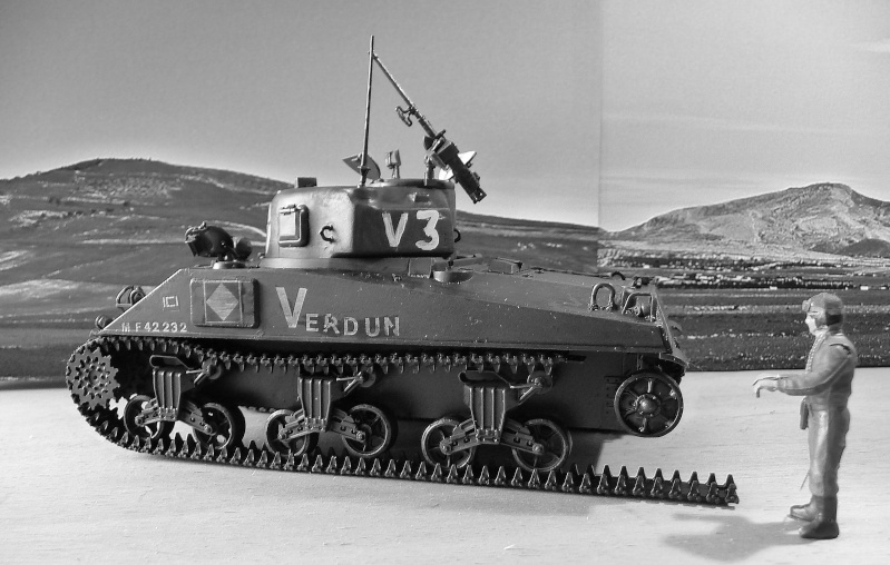 """SHERMAN M4A4  """" VERDUN"""" qui vient de décheniller!... P1040710"""