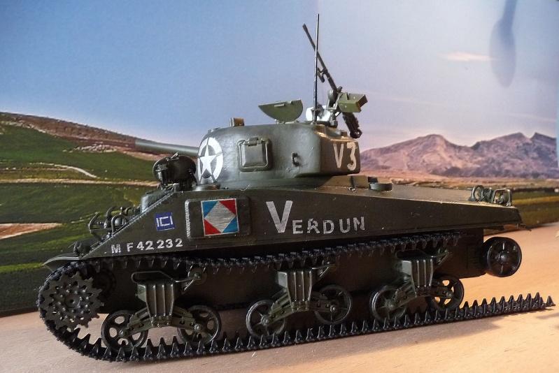 """SHERMAN M4A4  """" VERDUN"""" qui vient de décheniller!... P1040711"""