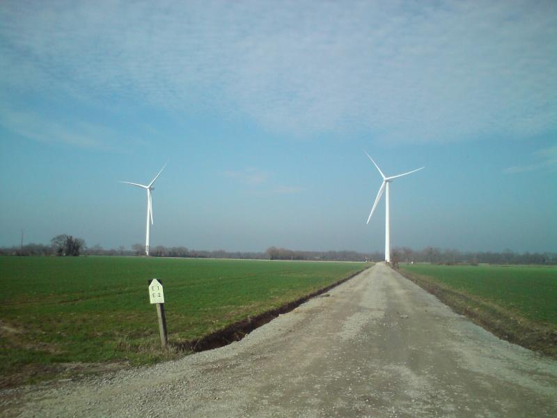 Au pied d'une éolienne 212