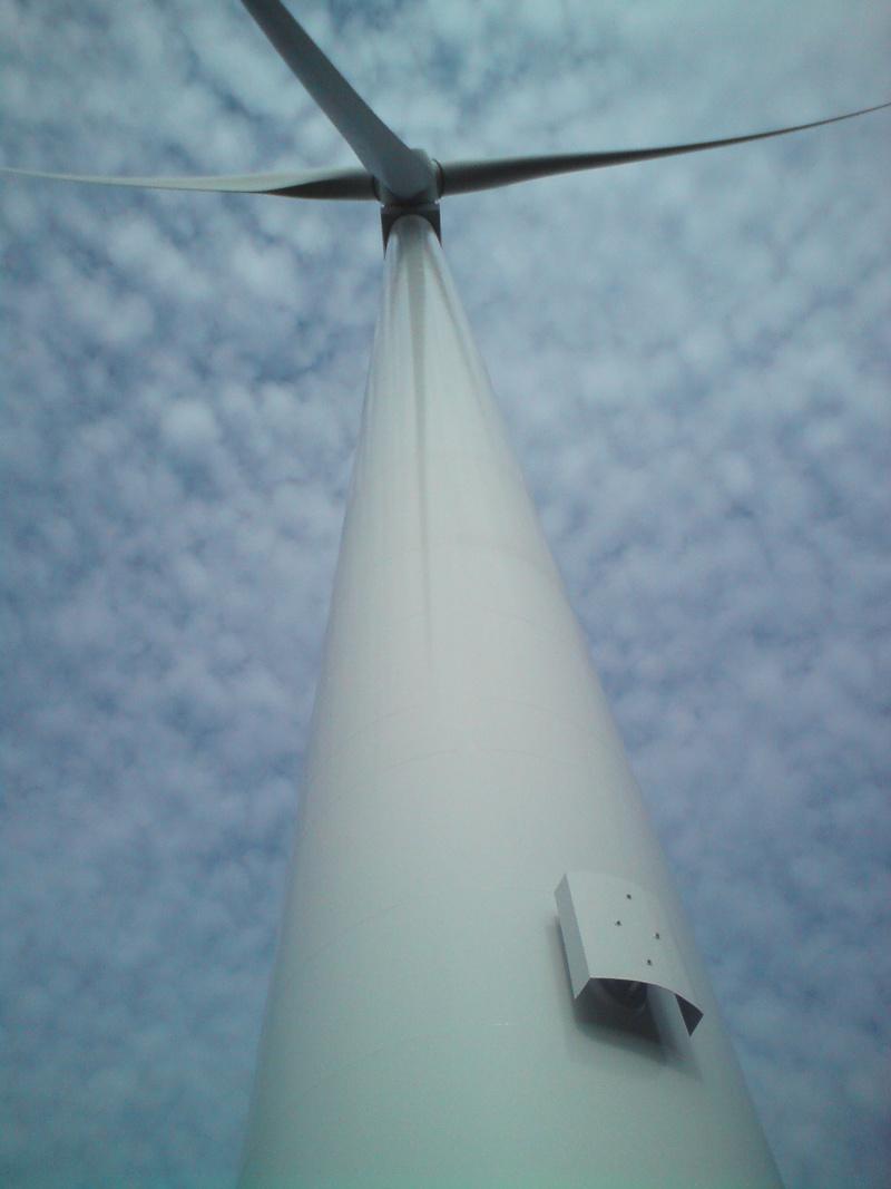 Au pied d'une éolienne 511