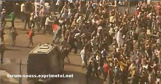 La police Egyptienne en deroute massacre les gens Egypt_12