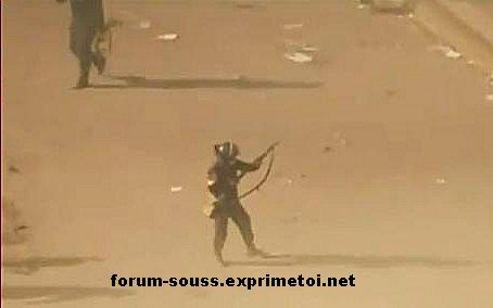 La police Egyptienne en deroute massacre les gens Egypt_14