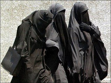 سيدات بريطانيا يعتنقن الإسلام 0110