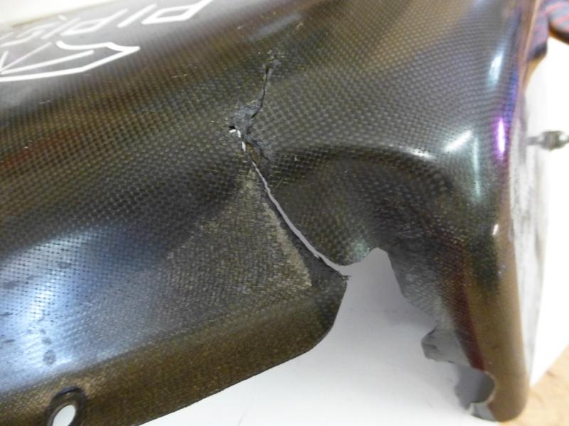 Répararation du carénage d'un moteur d'Ulm P1000612