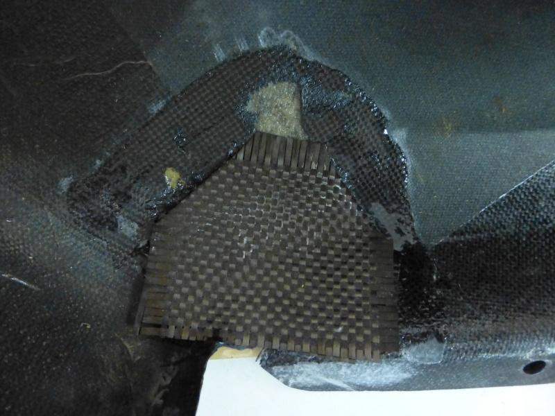 Répararation du carénage d'un moteur d'Ulm P1000720
