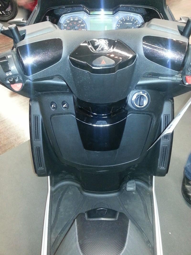 Essai statique du Peugeot Metropolis 400 20130417
