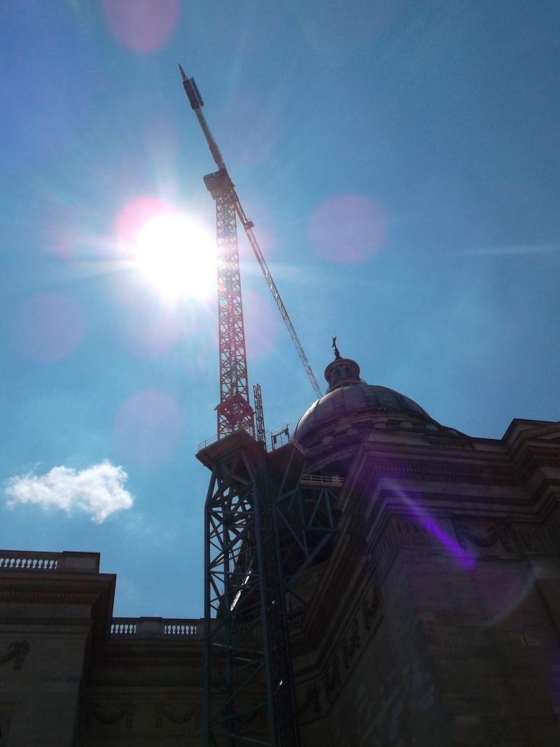 une petite grue très haute à Paris. Sam_1878