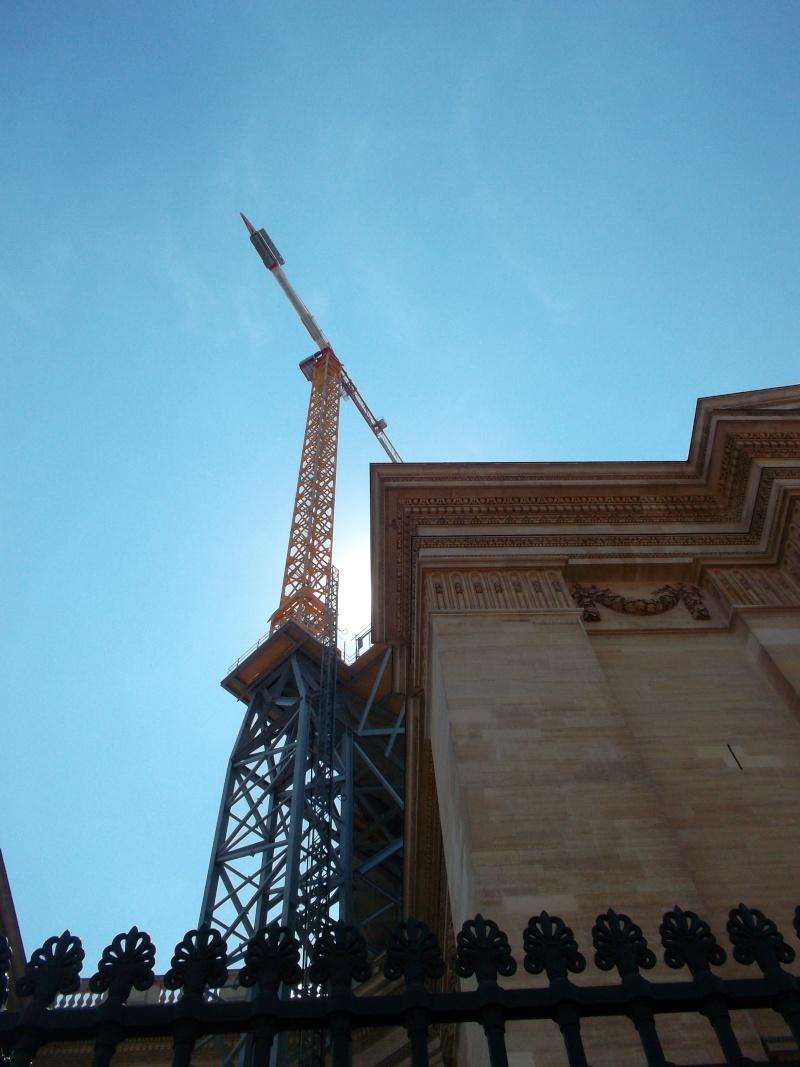 une petite grue très haute à Paris. Sam_1879