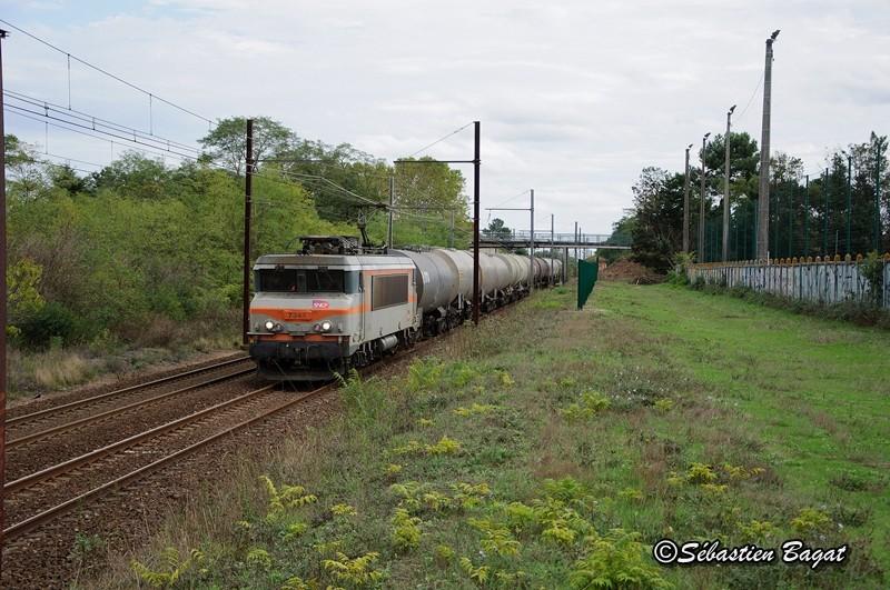Photos et vidéos de la ligne Bordeaux - Toulouse - Narbonne - Sète (2007-2013) - Page 38 Dsc_2011