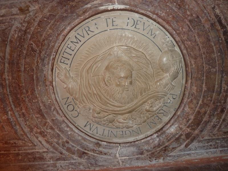 Chapelle Alchimique en l'Eglise de Pesmes (haute Saône 70) P1020120