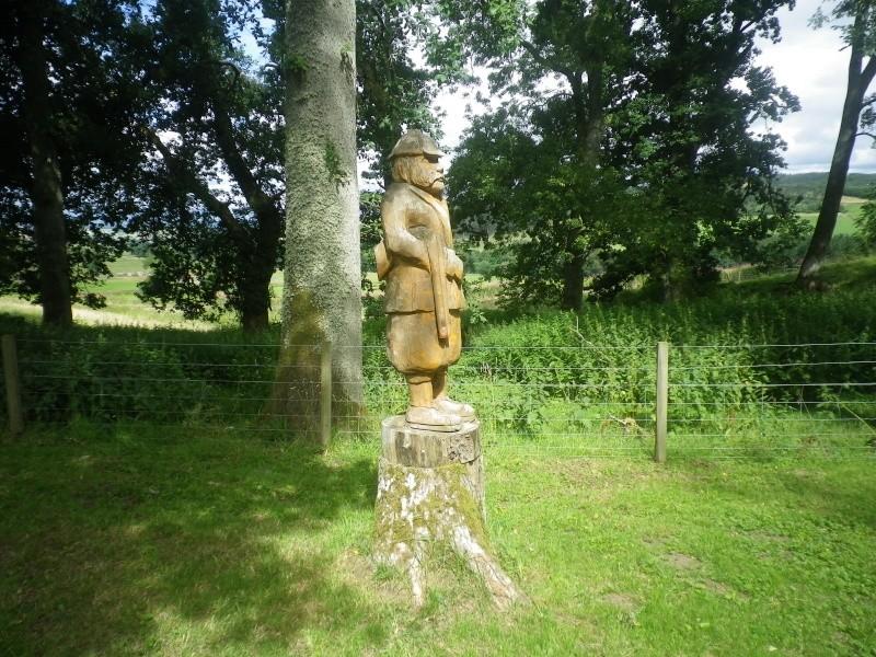Tree carvings. Imgp4919