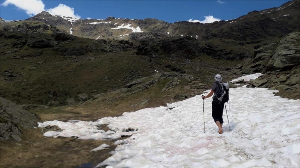 A piedi nudi sulla neve rossa 20200616