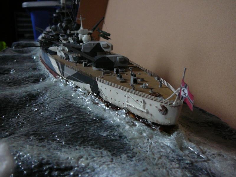 Revell 1:350 Tirpitz Ätzteile-orgie  Abschliessende Bildergalerie... P1130039