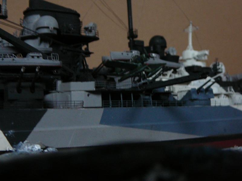 Revell 1:350 Tirpitz Ätzteile-orgie  Abschliessende Bildergalerie... P1130042