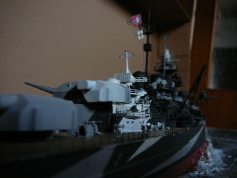 Revell 1:350 Tirpitz Ätzteile-orgie  Abschliessende Bildergalerie... P1130045