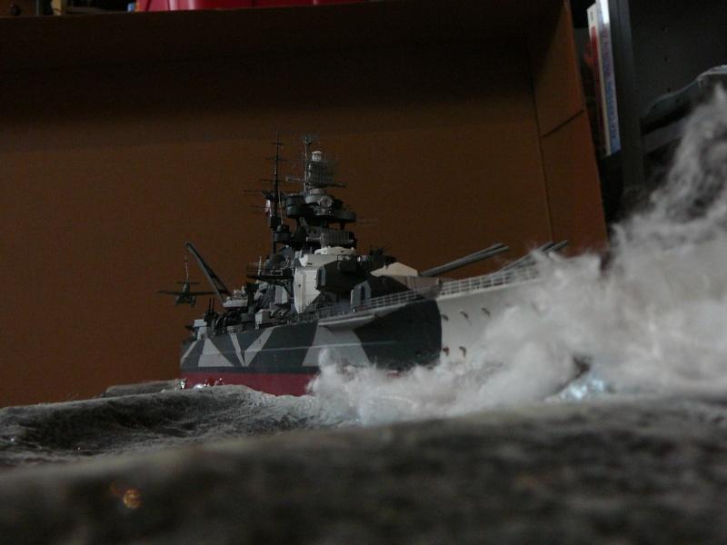 Revell 1:350 Tirpitz Ätzteile-orgie  Abschliessende Bildergalerie... P1130048