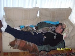 Posture originale pour dormir....et chez vous c'est comment??? - Page 2 101_0111