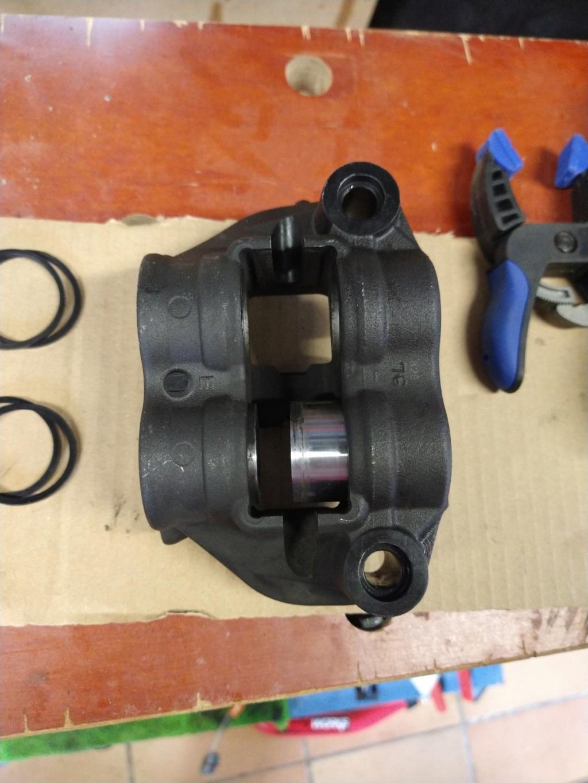 Remplacement des joints d'étriers de frein avant Img_2059