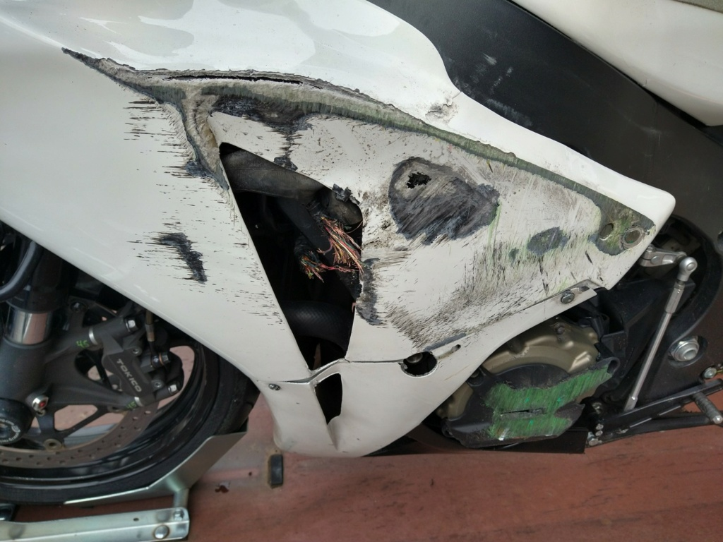 Remplacement faisceau Honda CBR SC59 Img_2077