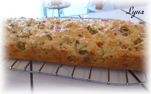 Cake aux olives et jambon blanc Cake_a10