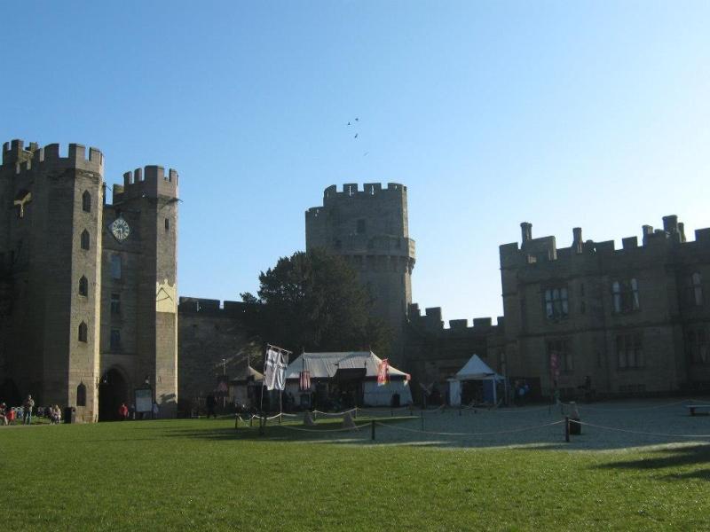 Warwick Castle  Cour_w10