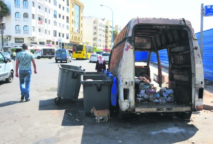 La dure vie d'un bac de poubelle au Maroc  Bac_pu10