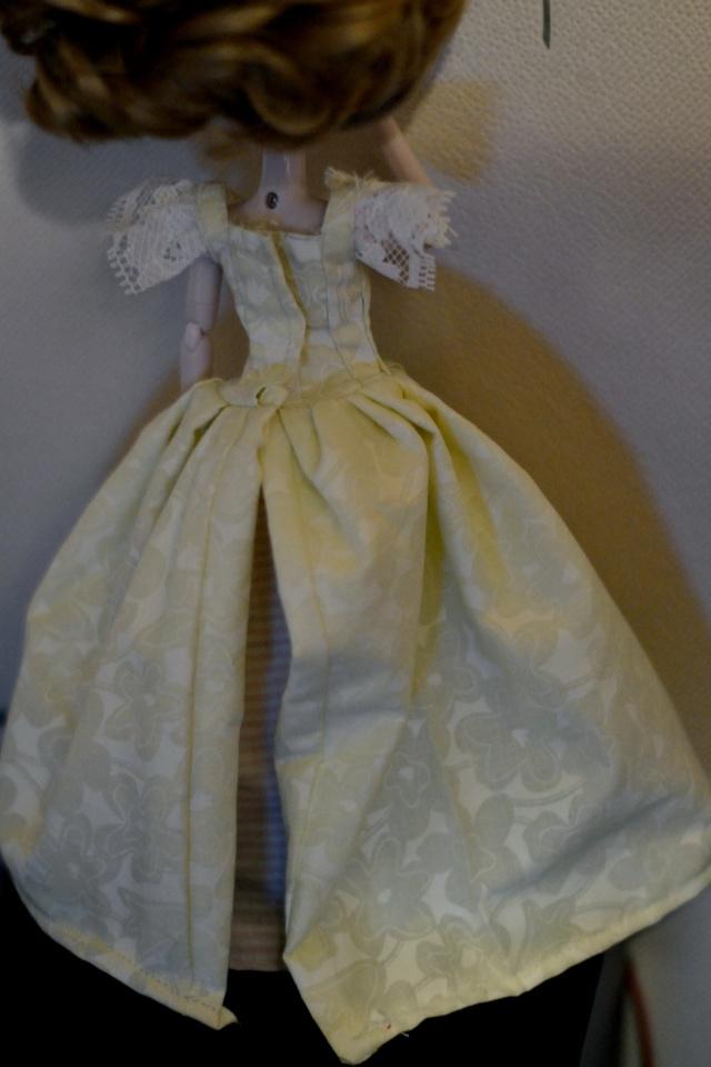 Petite couture (robe inspirée 18ème) Dsc_0316
