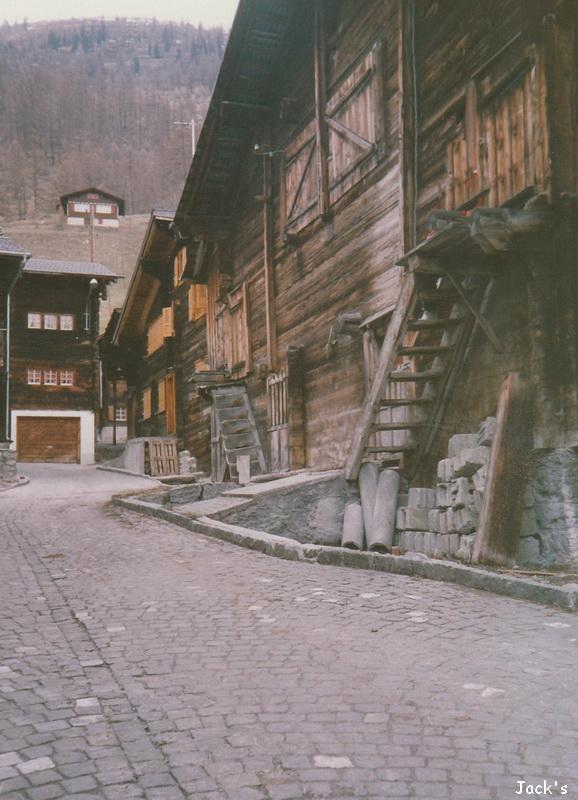 Maisons en bois  dans le Valais Suisse, Ulrichen Msuiss10