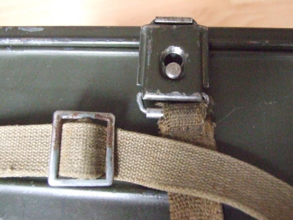Estimation boite Gaschutzhaube Wehrmacht.  Dscf0413