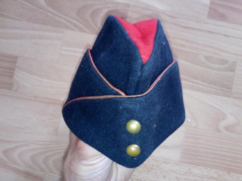 Bonnets de police années 30 et M44 ou M57 ? Img_2259